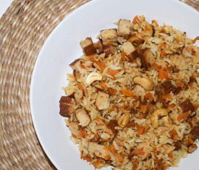 Riz sauté aux carottes et tofu fumé