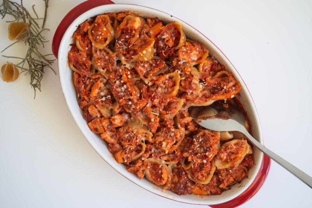 Gratin de conchiglioni farcies au thon et tomate