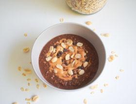 Porridge du lendemain chocolat cacahuète
